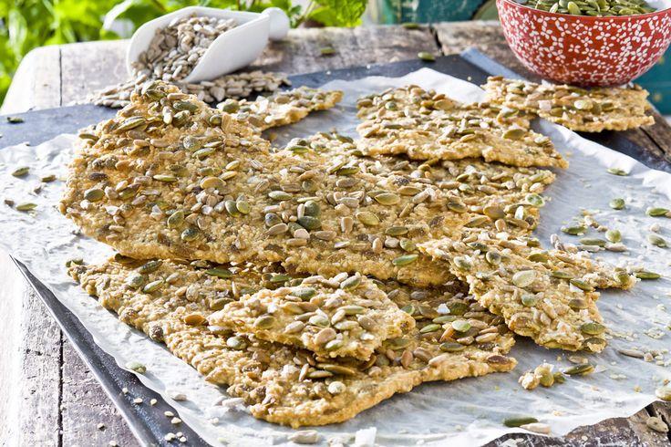 Ett glutenfritt knäckebröd späckat med goda saker som sesamfrön och solroskärnor. Basen utgörs av mandel- och majsmjöl.
