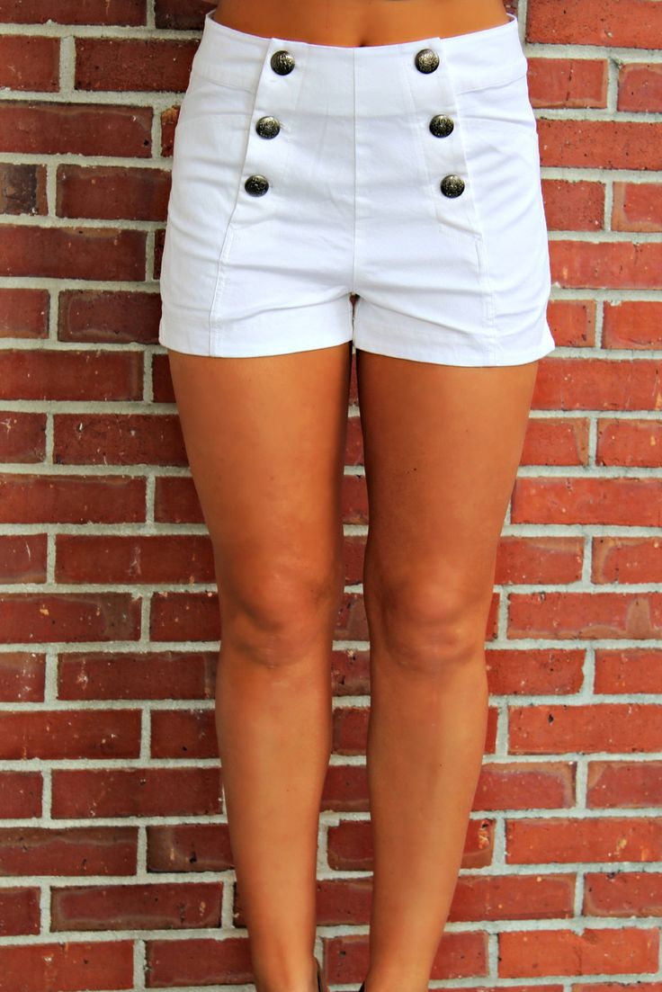 This high waisted white shorts are perfection! They feature front buttons and pockets.