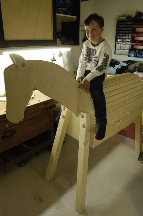 Voltigierpferd Holz Bauanleitung ~   on Pinterest  Voltigierpferd, Kids Toys and Holzpferd Garten