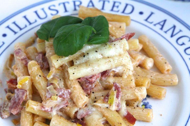 Hej där, Idag har det verkligen inte funnits tid till att stå och laga mat i flera timmar, utan det fick bli en favorit i repris. Gräddig pasta med pepparsalami & purjolök. Vem gillar inte pasta liksom …. Har ni inte lagat denna än såmåste ni pröva snart! Själv ska … Läs mer