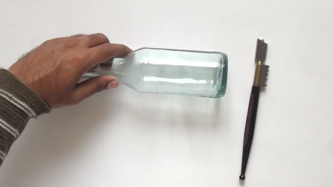 Couper une bouteille en verre bouteille et lunettes - Comment couper une bouteille en verre ...