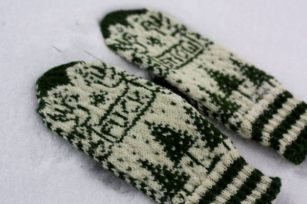 Fuck Snow mittens by minaitte.net