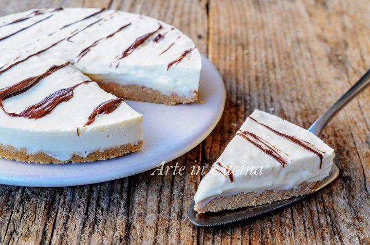 Crostata fredda al cioccolato bianco, dolce facile e veloce, idea dopo pranzo o cena, senza burro, torta fredda di biscotti ripiena di crema, mascarpone e ricotta