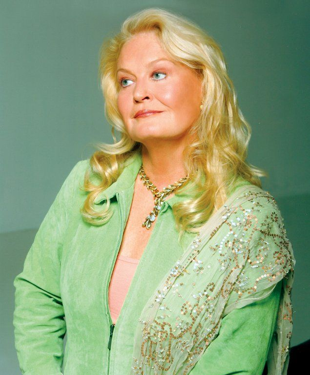 "Lynn Anderson. September 26, 1947-July 30, 2015 (age 67) ""I never promised you a rose garden"""