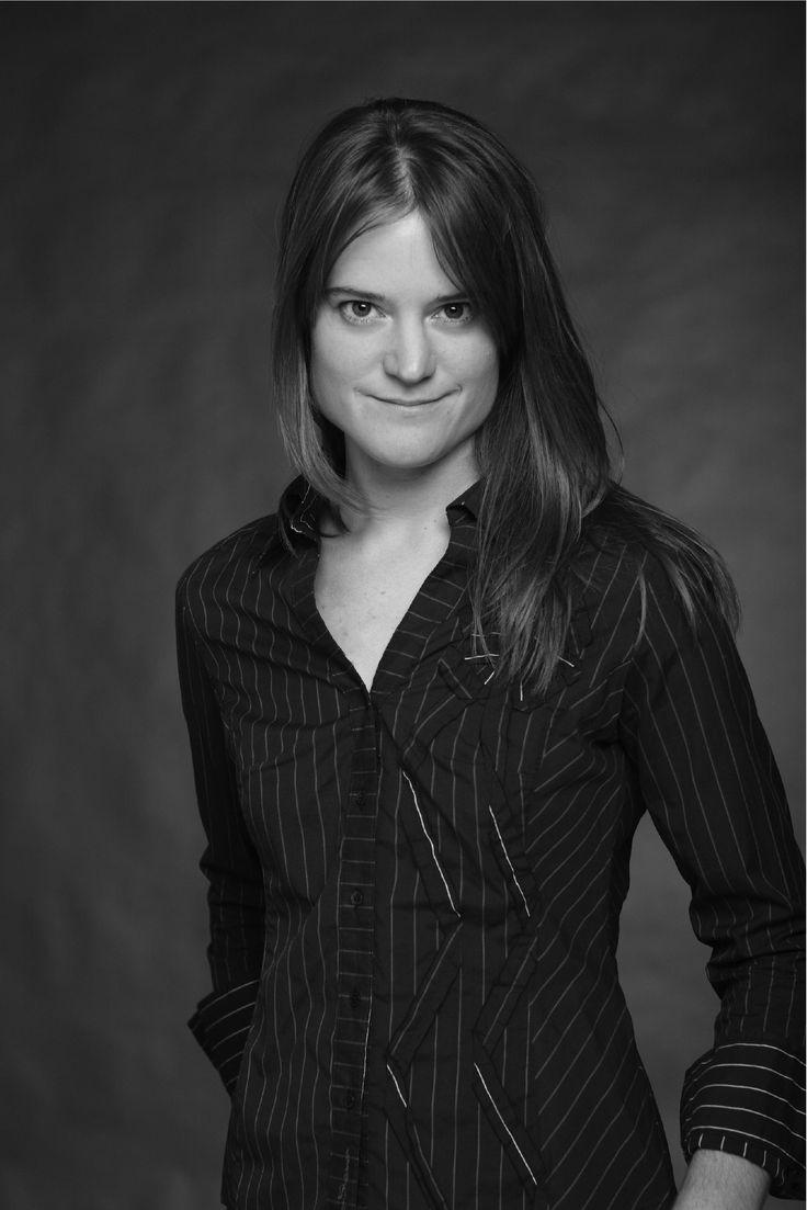 Sara Shepard (f. 1977) er en amerikansk forfatter. Hun står bag de populære bogserier Lying Games og Pretty Little Liars. Sidstnævnte er lavet til en populær tv-serie.