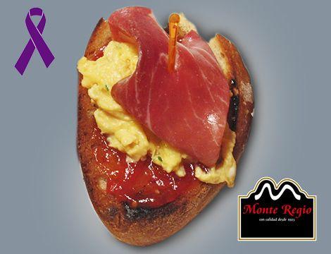 Tostada de jamón serrano #MonteRegio, revuelto de huevos y mermelada de tomate ¡Que hambre!