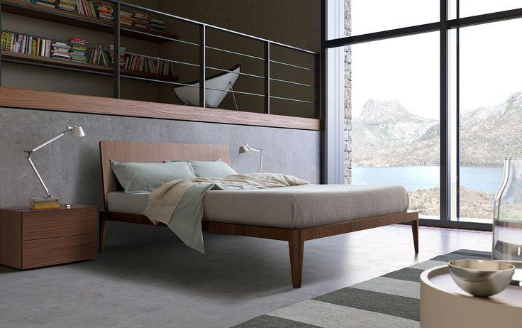 Raffinato nella sua modernità, versatile nell'ambientazione e negli abbinamenti, è disponibile in diversi colori sia in versione laccata opaca o lucida, sia con finitura in essenza.