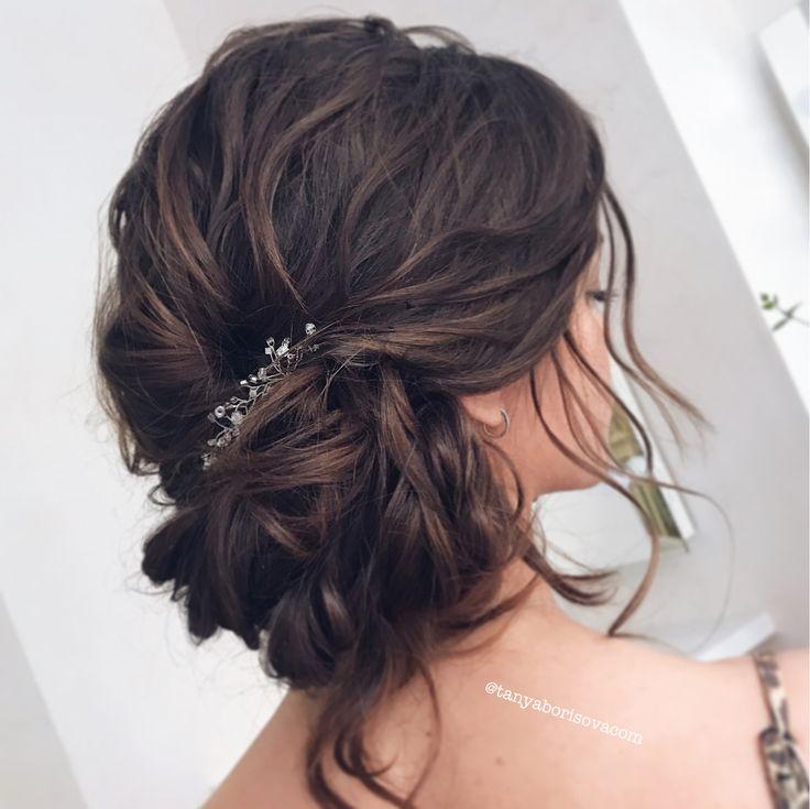 Свадебная причёска, растрёпанный, небрежный, романтичный асимметричный пучок на один бок. Romantic bridal hair, messy low asymmetric one side bun.