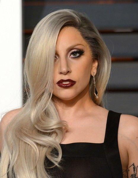 Après plusieurs apparitions au cinéma, notamment dans « Machete Kills » et « Sin City : j'ai tué pour elle » signés Robert Rodriguez, Lady Gaga semble vouloir poursuivre sa carrière de comédienne. http://www.elle.fr/Loisirs/Series/Lady-Gaga-va-jouer-dans-la-saison-5-de-American-Horror-Story-2906088