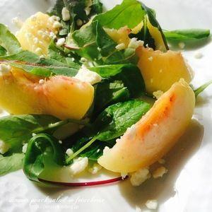 桃の夏サラダ by kayさん | レシピブログ - 料理ブログのレシピ満載! 桃もサラダにしてみました。塩気のフェタと合うサラダです。