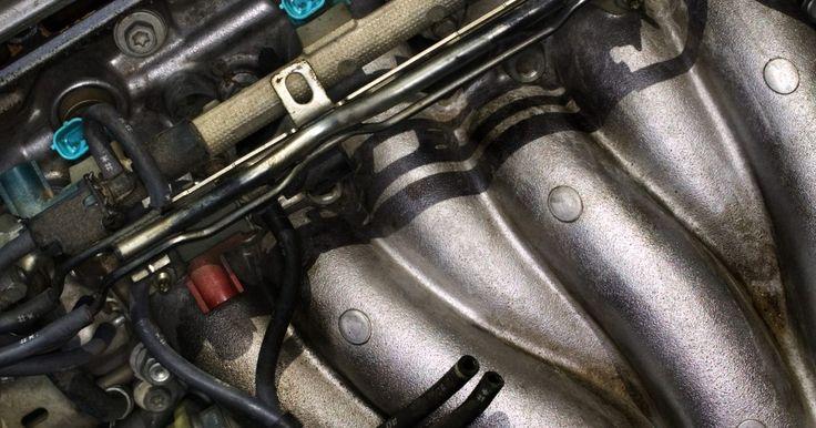 Cómo identificar un motor Cleveland 351. Identificar un Cleveland 351 es una cuestión de saber apreciar la diferencia entre un Cleveland 351 y un Windsor 351. Los dos son motores fuertes y los pocos rasgos que los diferencian están en las tapas de cilindro, lo que significa que tienes que remover la tapa de válvula y la tapa de cilindro para medirlas, así como echar un vistazo a la ...