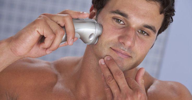Curas para borbulhas vermelhas do barbear. Borbulhas - manchas pequenas e vermelhas levantadas que aparecem após o barbear - podem deixar os usuários de navalhas de barbear se sentindo constrangidos e irritados. Às vezes chamada de acne da navalha por causa de sua semelhança com espinhas, esses inchaços podem aparecer no pescoço, bochechas, queixo e até nas pernas. Curar esses inchaços ...