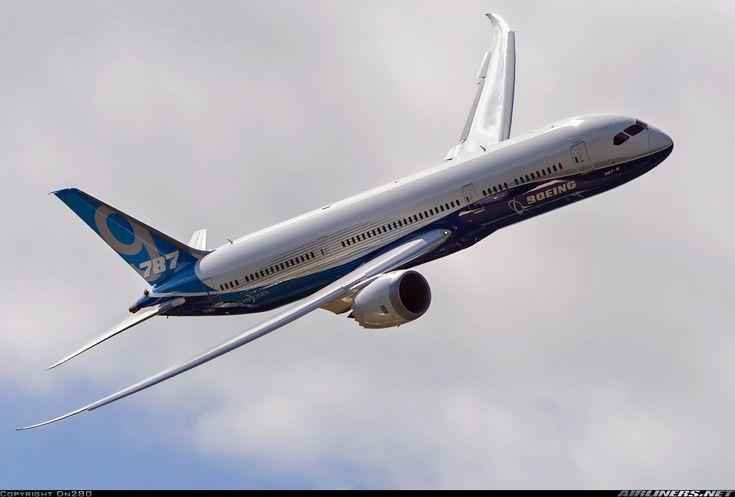 Boeing 787-9 Dreamliner  at 2014 Farnborough  Air Show Photographer Dn280