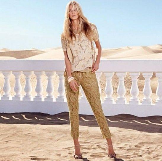 Pantaloni in pizzo floreale dalla collezione Twin Set per la primavera estate 2014.