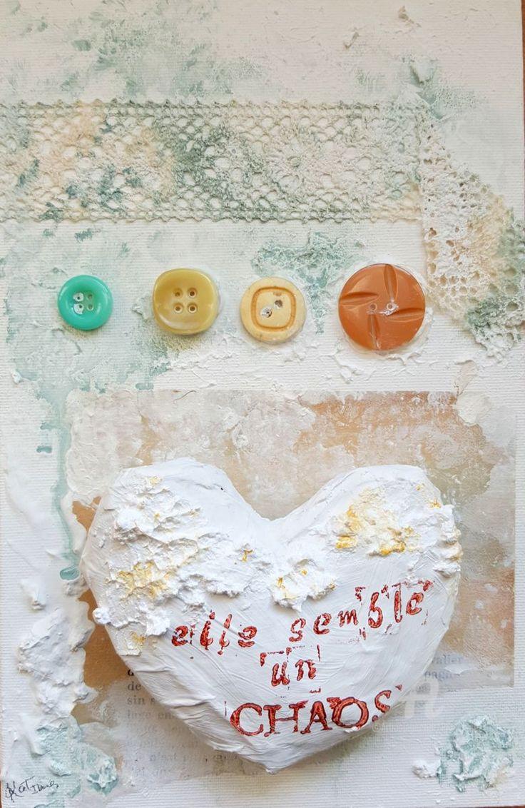 Elle semble un chaos - Pintura,  14x22 cm ©2016 por Kat Ibañez -                                                                                                Paper arts (Arte de papel), Lienzo, Otro, Papel, Amor / Romance, Caligrafía, elle, chaos, botones, buttons, amor, love, amour, corazón, coeur, heart, vintage