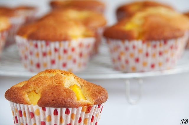 Mango muffins  Ik vervang de patentbloem door speltmeel en de kristalsuiker door palmsuiker en/of stevia .