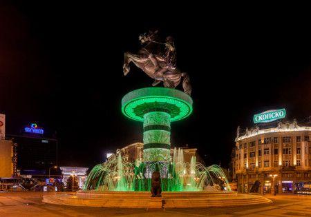 Macedonia Square - Skopie  Es la plaza central de la capital de Macedonia y la más grande del país. Es el lugar donde se celebran acontecimientos culturales y políticos y aquí fue declarada la independencia del país.