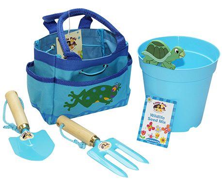 Ce kit d'outils de jardin permettra à votre enfant de s'initier au jardinage afin qu'il puisse s'améliorer dans ce domaine.