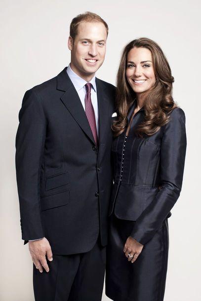 Mai 2011: Farbliche Harmonie - das royale Paar, Prince William, Duke of Cambridge und Catherine, Duchess of Cambridge, posiert für ein offizielles Foto des St. Jame's Palace