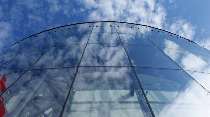 Modern architecture - Glass facade of the Victoria shopping gallery in Wałbrzych, made with the help of point fittings. | Współczesna architektura - Szklana fasada galerii handlowej Victoria w Wałbrzychu, wykonana z pomocą okuć puntkowych. / Glass fittings: CDA Poland | Okucia do szkła: CDA Polska