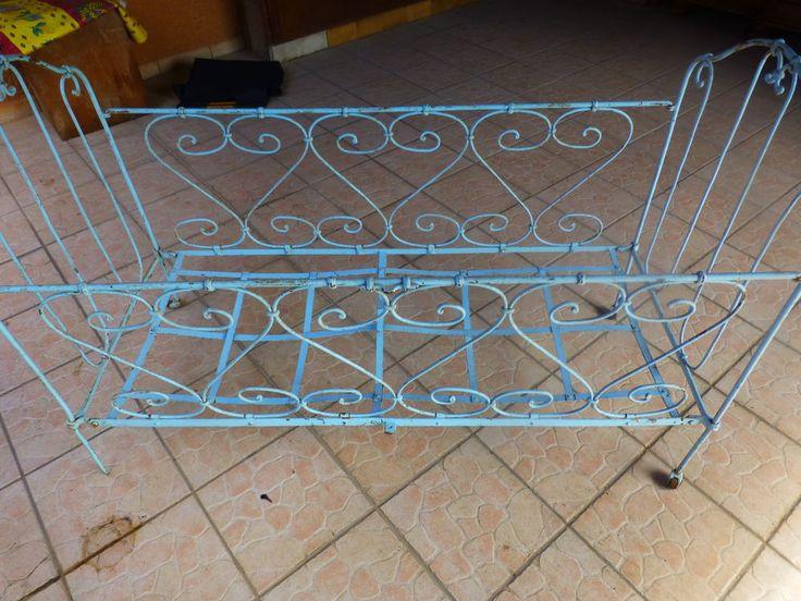 Les 25 meilleures id es de la cat gorie lits en fer anciens sur pinterest fer antique cadres - Ciel de lit fer forge ...