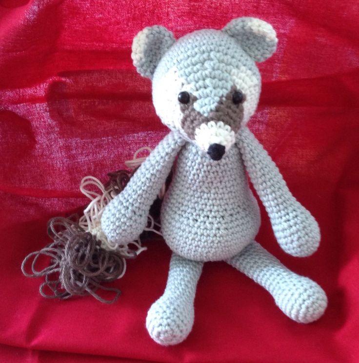 Vaskebjørnen Jesper. Opskrift Edwards Menageri af Kerry Lord. Til Jesper Kjær, som blev færdig som IT ingeniør juli 2016. #KroezeDezign #edwardsmenagerie #crochet #hækling