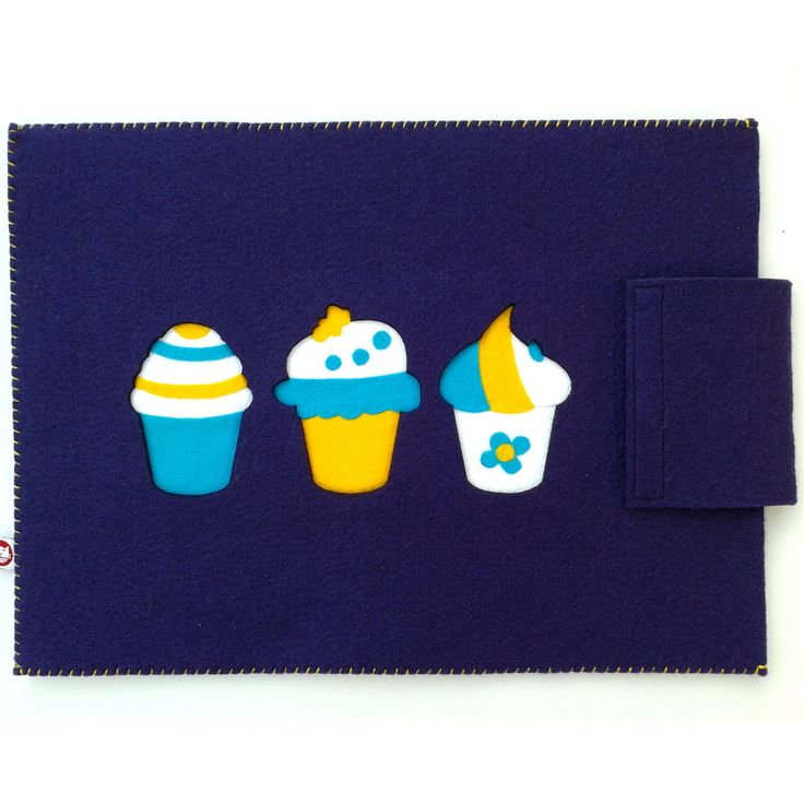 """Etui na laptopa 15,6"""" """"English cupcakes""""; Projektant: Bascat; Wartość: 134,99 zł; Poczucie nowoczesności: bezcenne. Powyższy materiał nie stanowi oferty handlowej"""