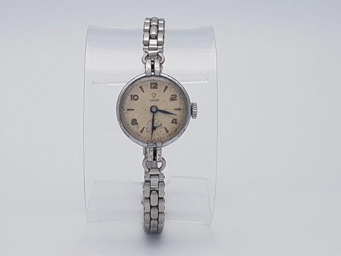 Tudor - Rolex - Dames - 1950-1959  Rolex Tudor dame '' s horloge vorm de 50's.Dit is een zeer zeldzame Vintage horloge vorm Tudor / Rolex de behuizing en alles wat is getekend.Ik moet zeggen zijn in een zeer goede staat voor de leeftijd van het horloge.I'ts perfect als een elegante jurk-horloge of montage perfect als een stabiele investeringen.Zaak formaat 21 X 30 zonder kroon - armband past is tot 19cmVerzenden met DHL Express.  EUR 3.00  Meer informatie