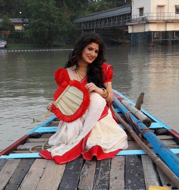 Srabanti chatterjee wedding dress