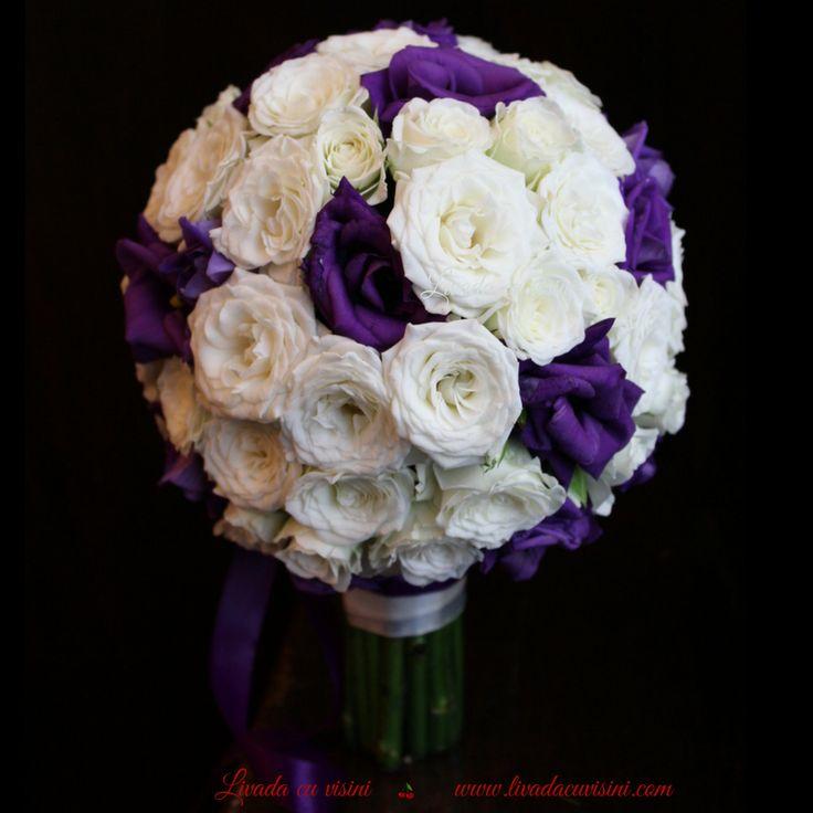 #colors #purple #flowers #bride #bouquet #madewithjoy #paulamoldovan #livadacuvisini #buchet #mireasa #nasa #cununie #trandafiri #roses #round #design #floraldesign