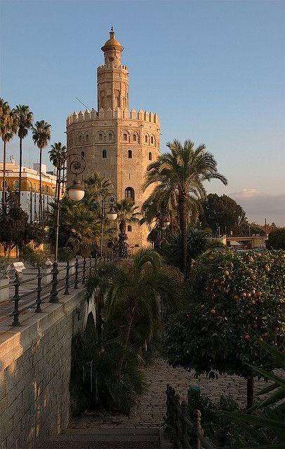 TORRE DEL ORO!!!!!!!!!!!, Sevilla.... Hay gente que no sabe ni lo que está viendo... mira que llamarla Torre del Loro... jajajajajaj