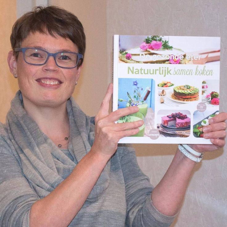 Daar is hij dan! Mijn kookboek 'Natuurlijk samen koken'. Samen met 17 andere foodies maakten we dit fantastische boek!  #healthy #homecooking #dagelijksekost #instafood #foodblog #pure #paleo #healthyfood #foodfoto #echteten #gezond #gezondeten #gok #low-carb #koolhydraatarm #jummie #gezondheid #kookboek #cooking #cookbook #E-nummervrij #tarwevrij #koemelkvrij #suikervrij #19hoofdstukken #trots #soproud by keukenmartine