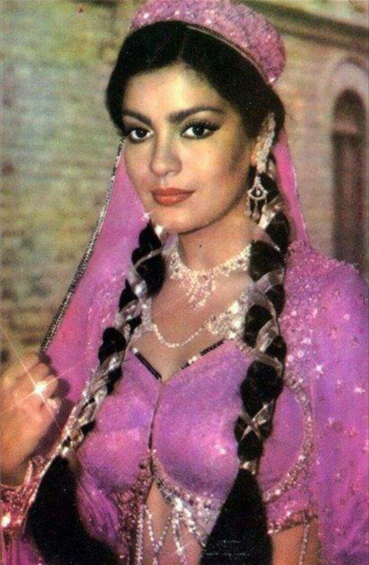 Zeenat Aman 277 best images...