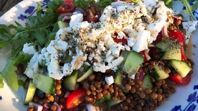 Griekse salade met linzen