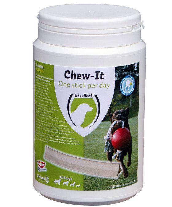 Excellent Chew-it Eén per dag  De dagelijkse lekkere snack voor de hond die zorgt voor schone tanden en frisse adem! Aanvullend diervoeder voor honden. Chew-it one per day is een gezonde snack van o.a. plantaardige vlees en dierlijke bijproducten en vrij van zout. Chew-It one per day heeft de structuur en vorm van een tandenstick om het gebit op een natuurlijke manier te reinigen en te verzorgen. De vorm en het kauwen zorgt ervoor dat tandplak en daarmee het tandsteen wordt gereduceerd…