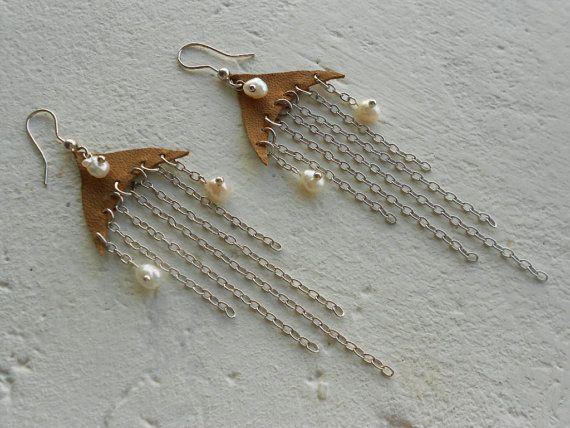 Kroonluchter oorbellen met parels  leder  door TamsGeminarium