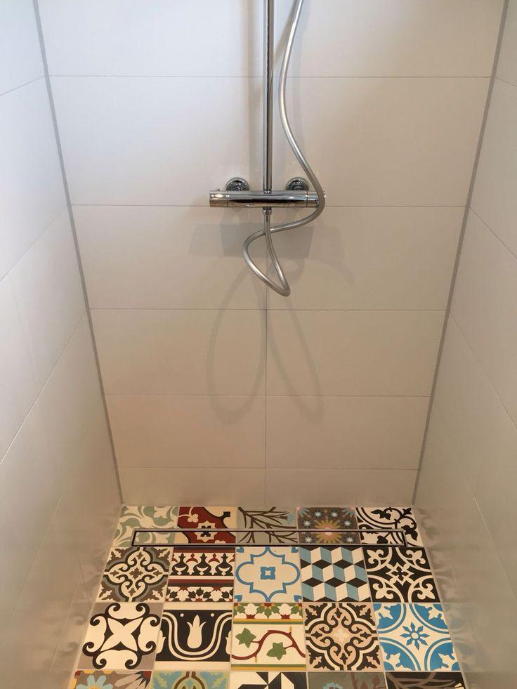 www.grosmann.nl Portugese tegels badkamer, kijk ook goed naar de douchegoot!