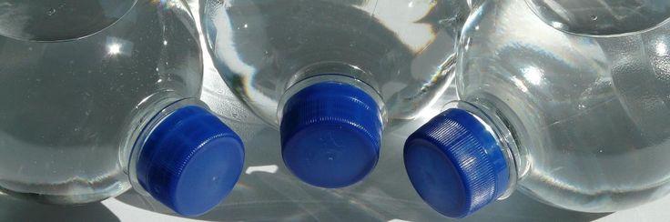 Het is een van de grootste oplichtingen van de moderne tijd: water in flessen.Er worden kapitalen uitgegeven aan bron- en mineraalwater in flessen. Tientallen verschillende merken zijn in a