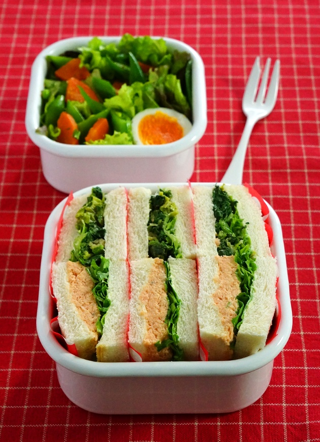 Healthy Sandwich Bento BoxLunch (Salmon Patty with Lettuce, Spinach Salad)|サンドイッチ弁当