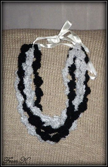 Chunky crochet #necklace/#scarf. You will be the eye catcher with this winter neck-warmer. The yarn is soft, bulky and acrylic. Size fits all! About 55 -60 cm long 25.00 Ron