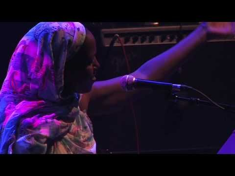 Aziza Brahim & Gulili Mankoo - Ard Salem - Live at Royal Festival Hall London - YouTube