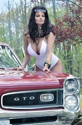 Babe Nude muscle car