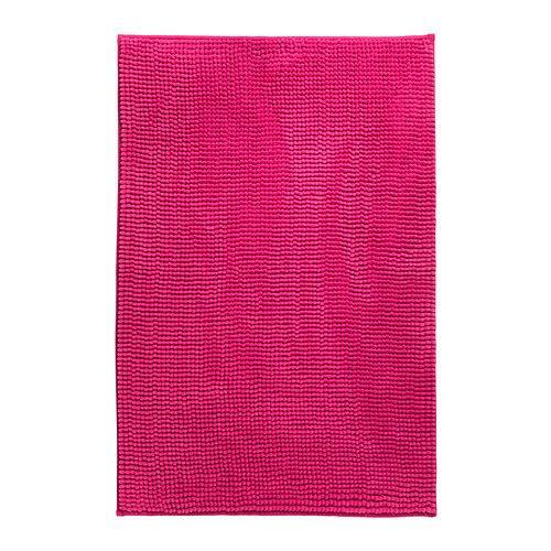 La alfombra en el cuarto de ba o es de color rosa y est - Alfombra bano ikea ...