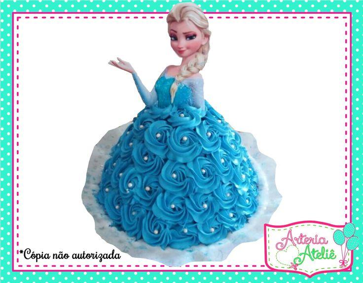 Aplique para bolo Princesa Elsa (Frozen)    Confeccionado em papel fotográfico glossy 230g/m²    Dimensão aproximada = 20x20cm    O topo é somente a personagem da cintura para cima, para que o próprio bolo seja a saia da personagem.    *Acompanha palitos para fixação    *Fazemos em qualquer tema
