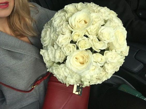 White bouquet #weddingday #roundstyle