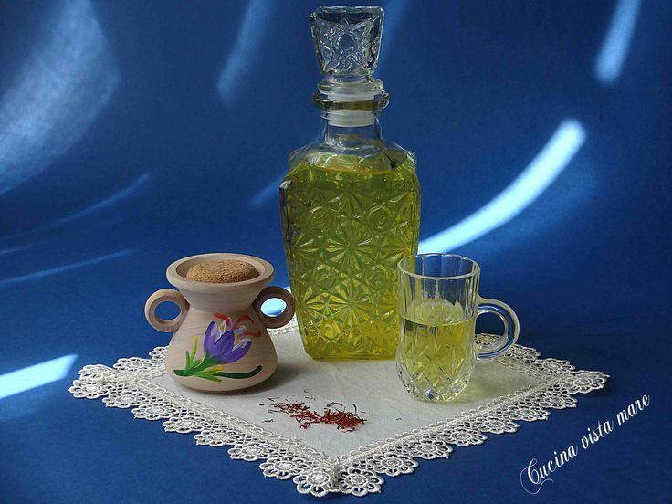 Il liquore allo zafferano è un buon digestivo, da bere freddo, da solo o diluito per ottenere bevande dissetanti o da aggiungere all'impasto dei dolci!
