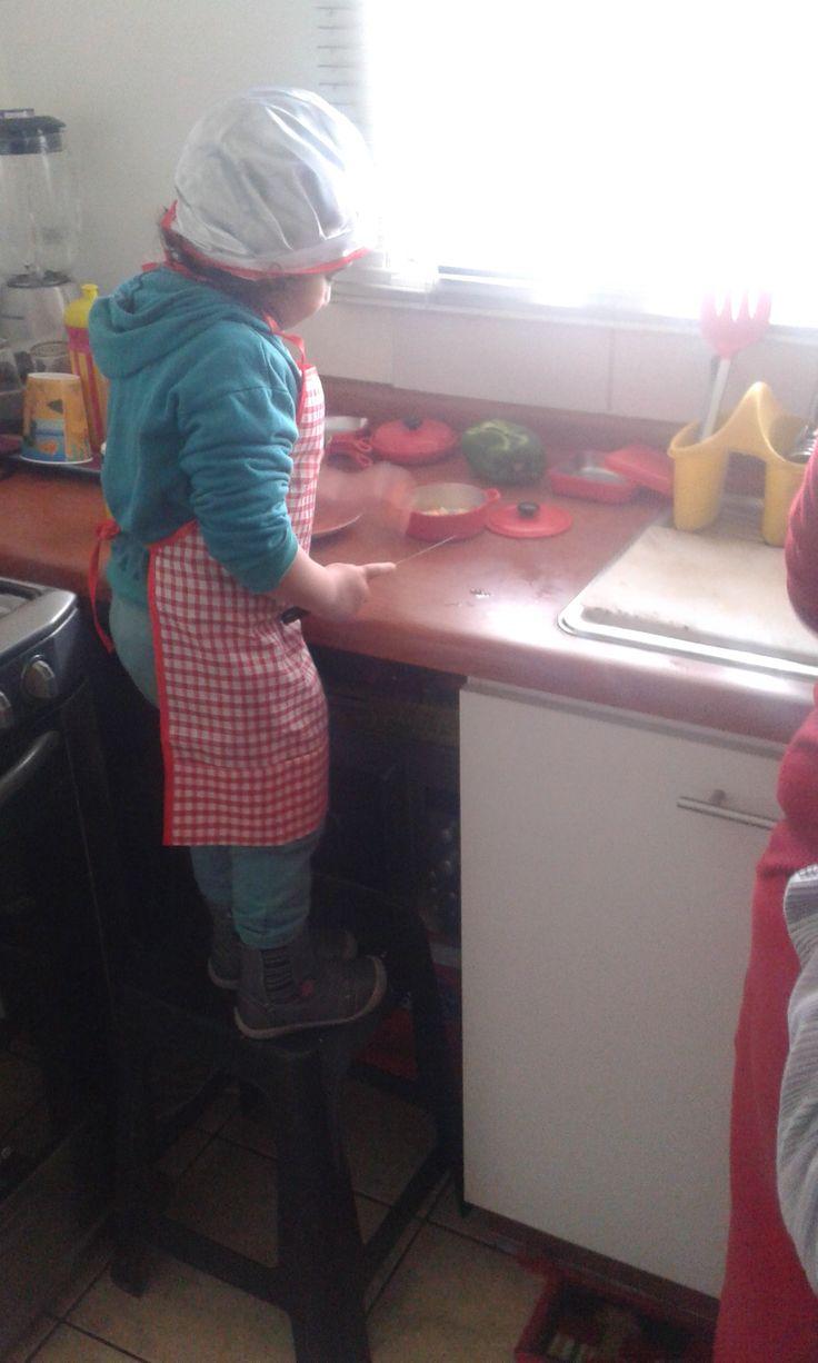 La revoltosa cocinando