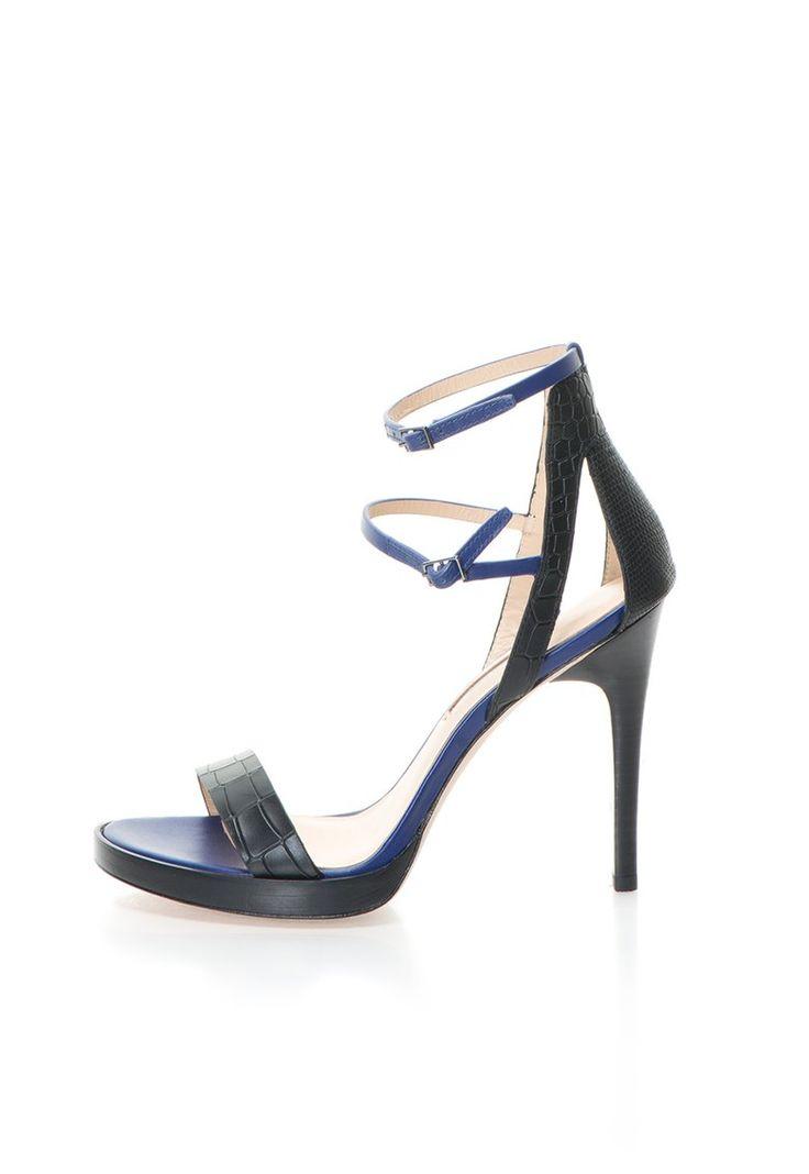 Genevieve Fekete & Indigókék Bőrszandál a Calvin Klein márkától és további hasonló termékek a Fashion Days oldalán
