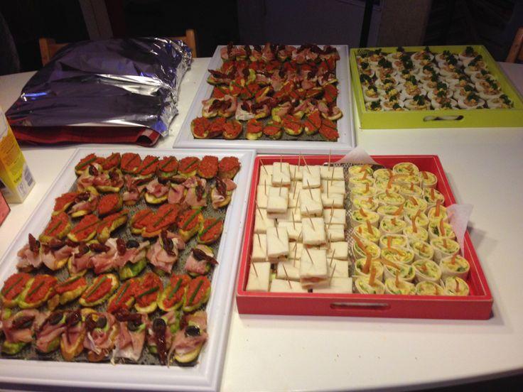 Assortiment hapjes canap s wraps sandwiches gevulde for Canape wraps