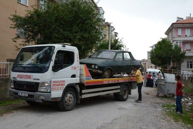 Terk Edilmiş Otomobil Otoparka Çekildi: #Samsun'un Bafra ilçesinde terk edilmiş vaziyete duran otomobil otoparka çekildi. Devamı için…